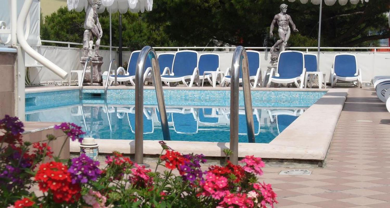 Hotel con piscina nel lido di jesolo hotel trevi - Hotel con piscina jesolo ...